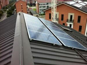 pannelli fotovoltaico sul tetto in lamiera elettrosistemi