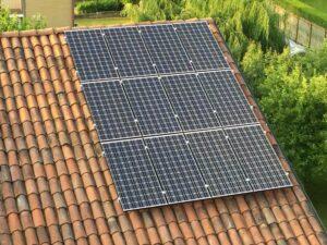 pannelli fotovoltaici sul tetto a coppi elettrosistemi