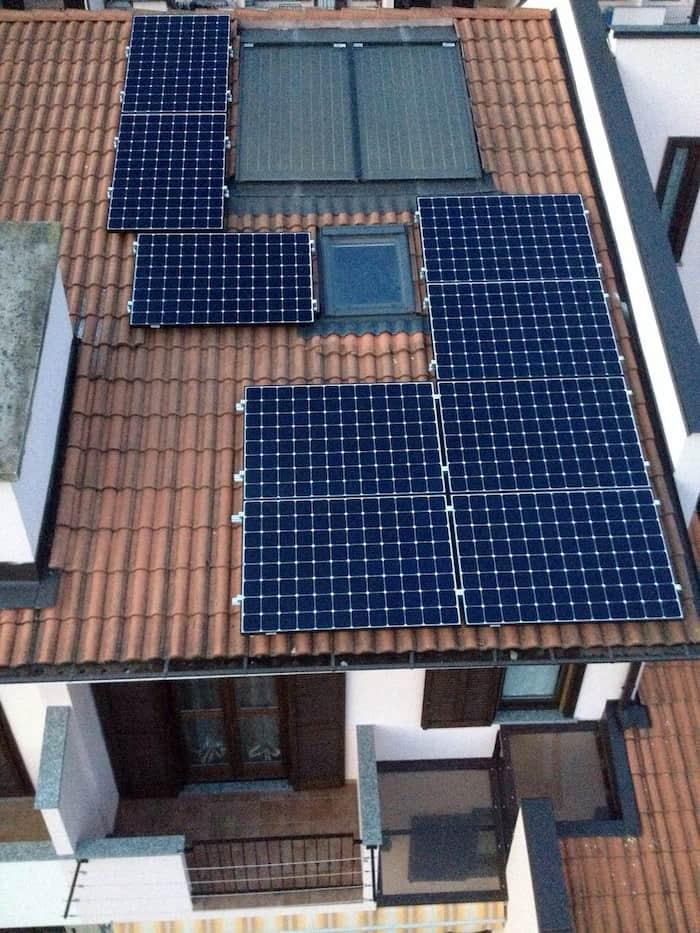 pannelli fotovoltaici sul tetto con velux ad asti elettrosistemi