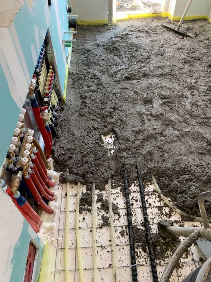impianto di riscaldamento collettore e dettaglio pannello radiante a pavimento