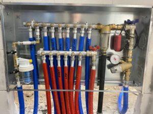 collettore impianto idraulico riscaldamento a pavimento